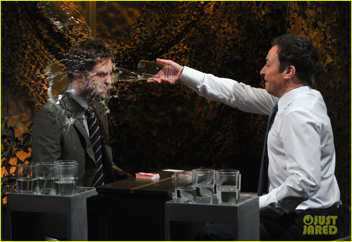 robert pattinson soaking wet on late night with jimmy fallon 032753820
