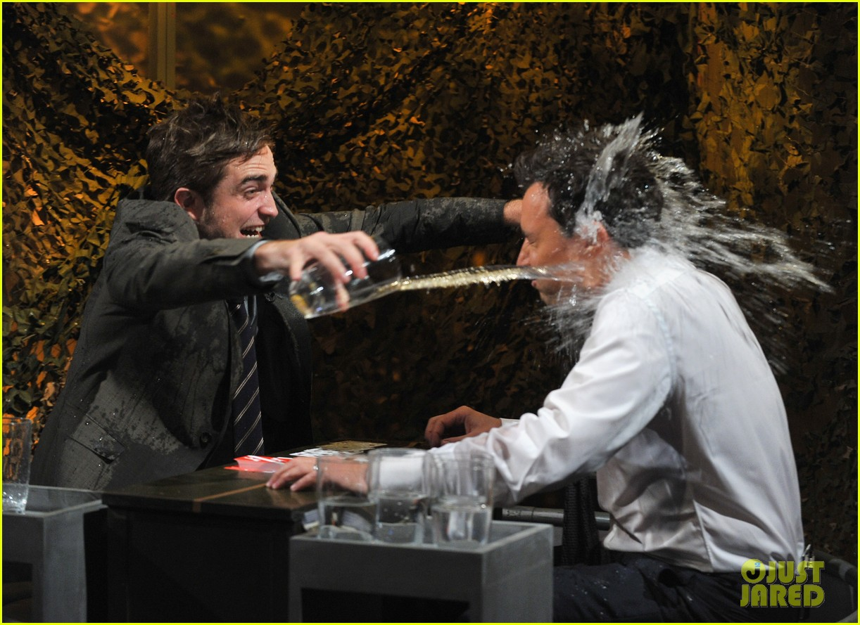 robert pattinson soaking wet on late night with jimmy fallon 082753825