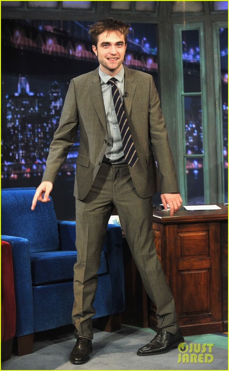 robert pattinson soaking wet on late night with jimmy fallon 112753828