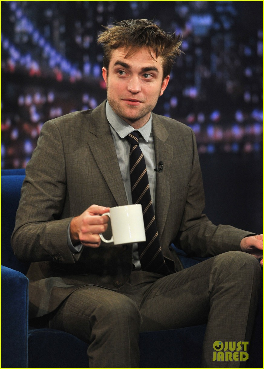 robert pattinson soaking wet on late night with jimmy fallon 13