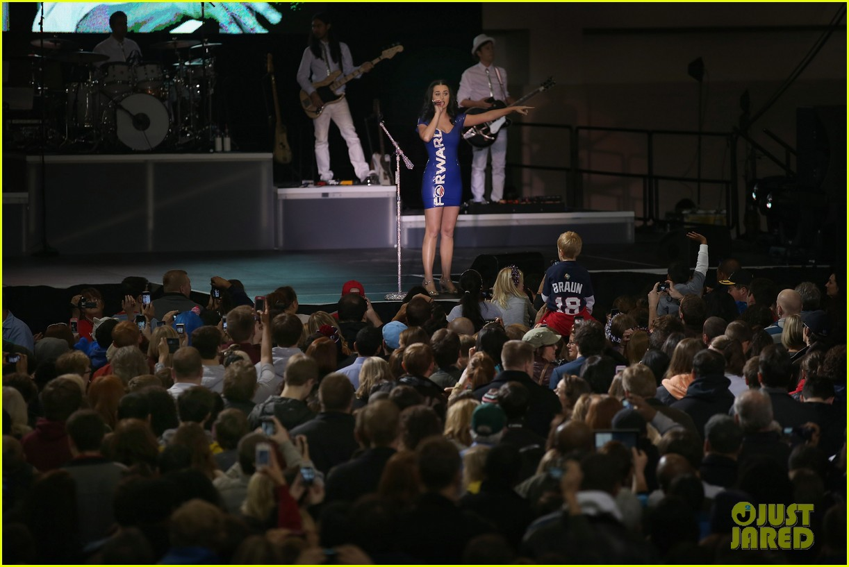 katy perry obama rally in milwaukee 112750537