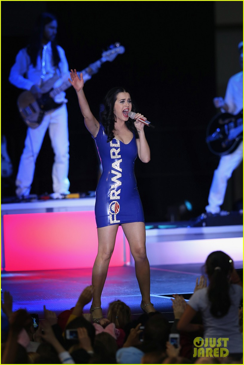 katy perry obama rally in milwaukee 182750544