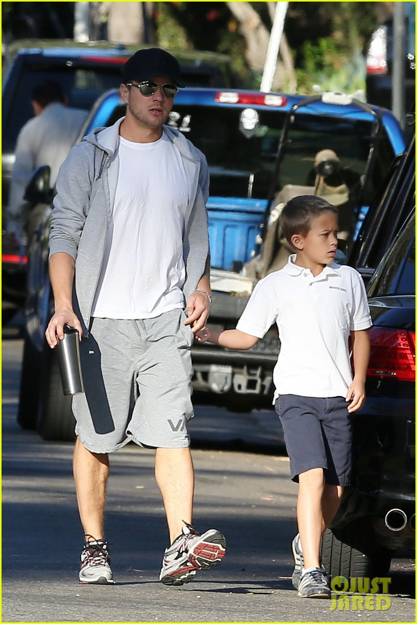 ryan phillippe brings deacon to vote on election day 032751904