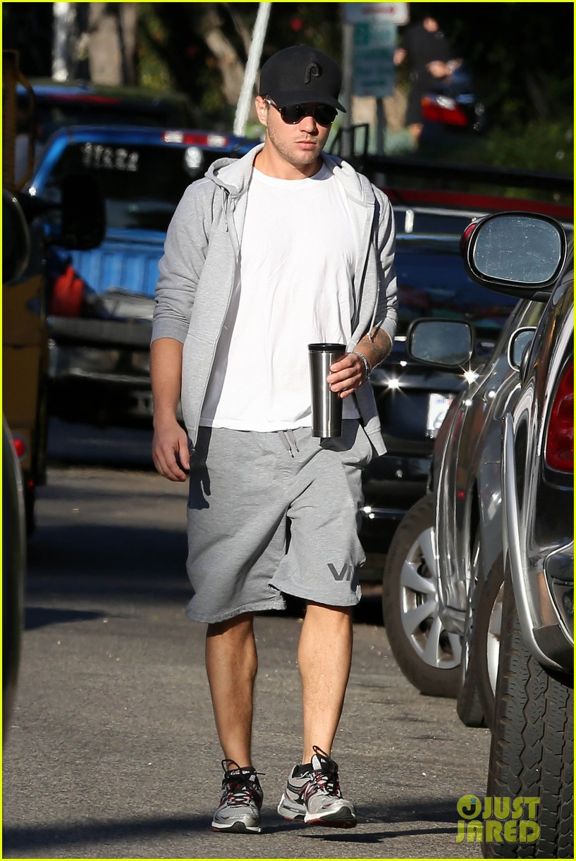ryan phillippe brings deacon to vote on election day 05