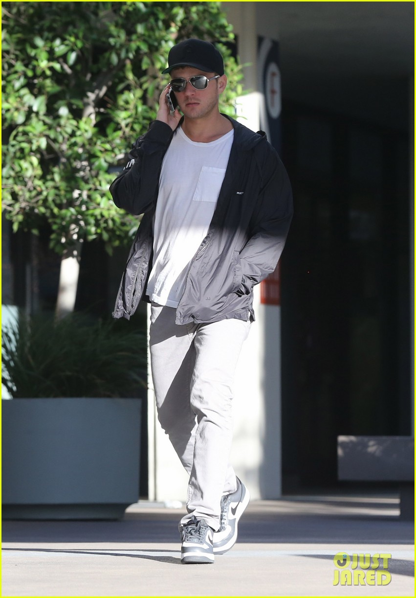 ryan phillippe kitson for kids shopper 07