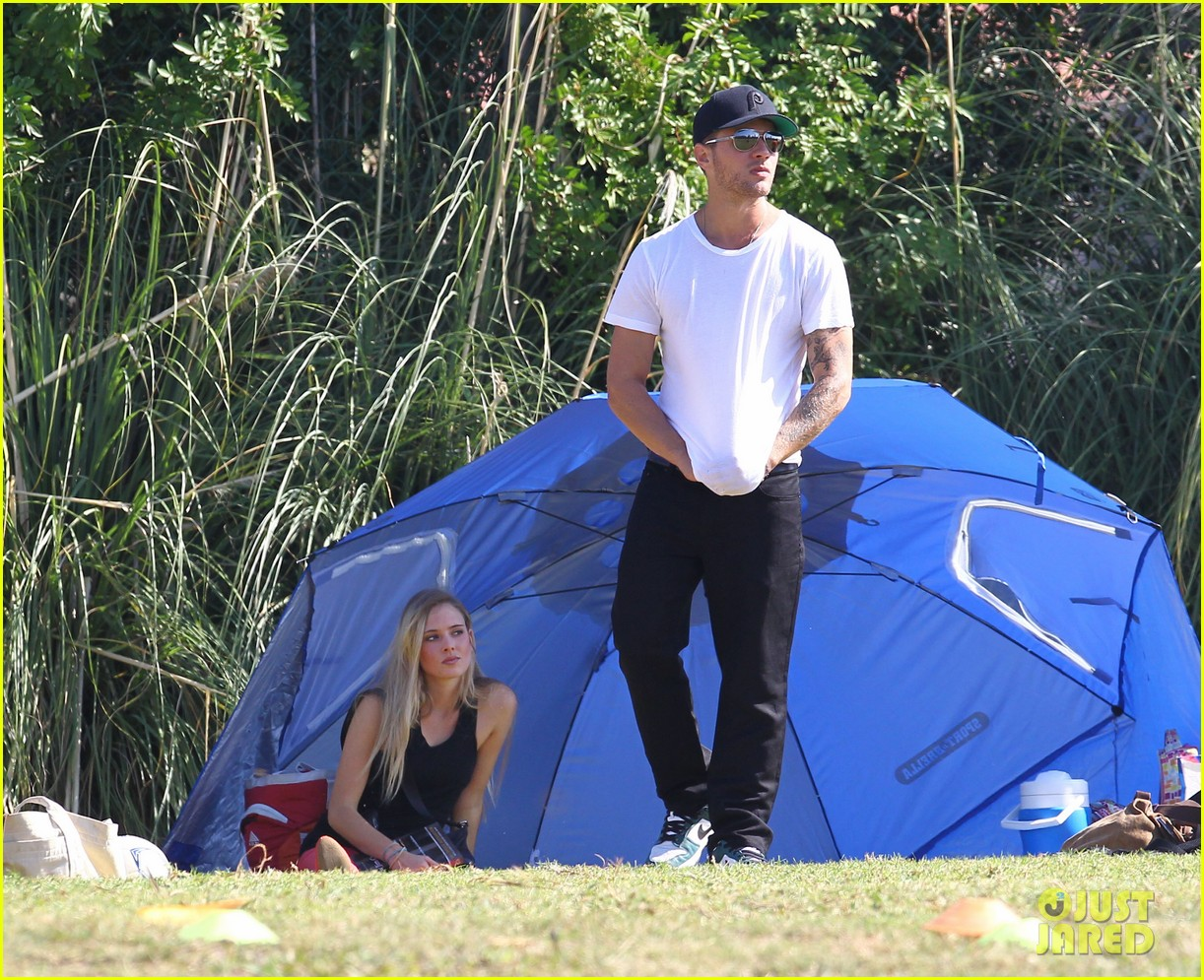 ryan phillippe deacons soccer game with paulina slagter 19