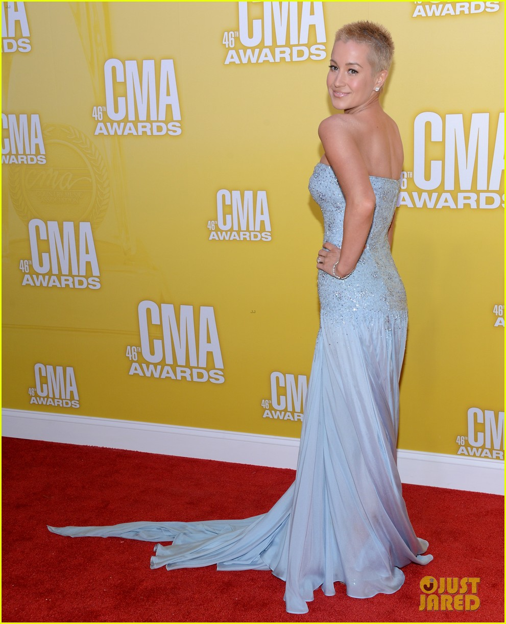 kellie pickler cma awards 2012 red carpet 012749666
