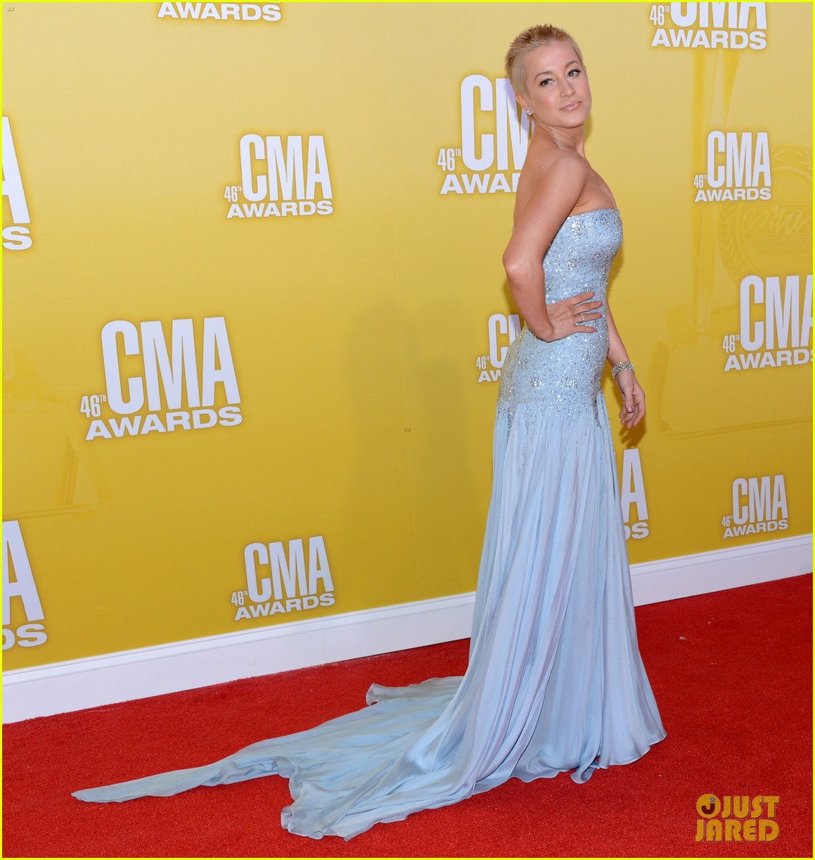 kellie pickler cma awards 2012 red carpet 10