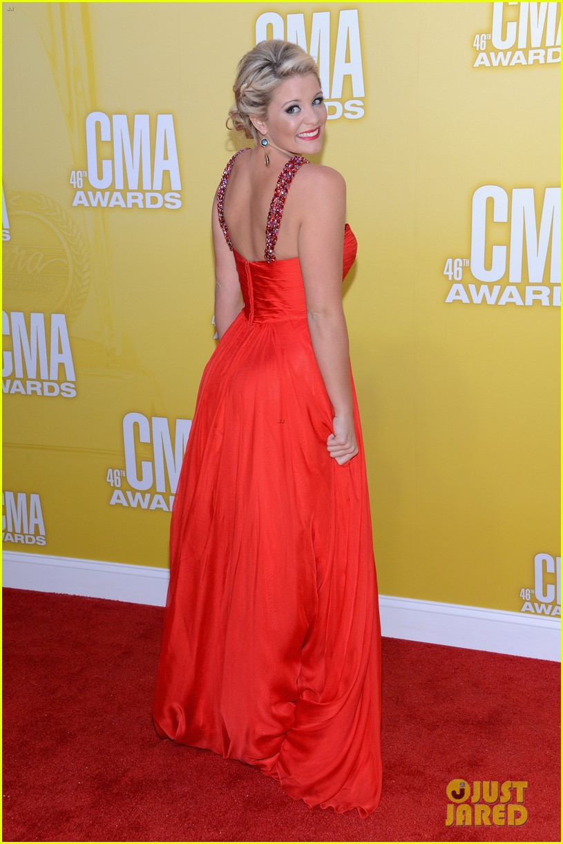 kellie pickler cma awards 2012 red carpet 12