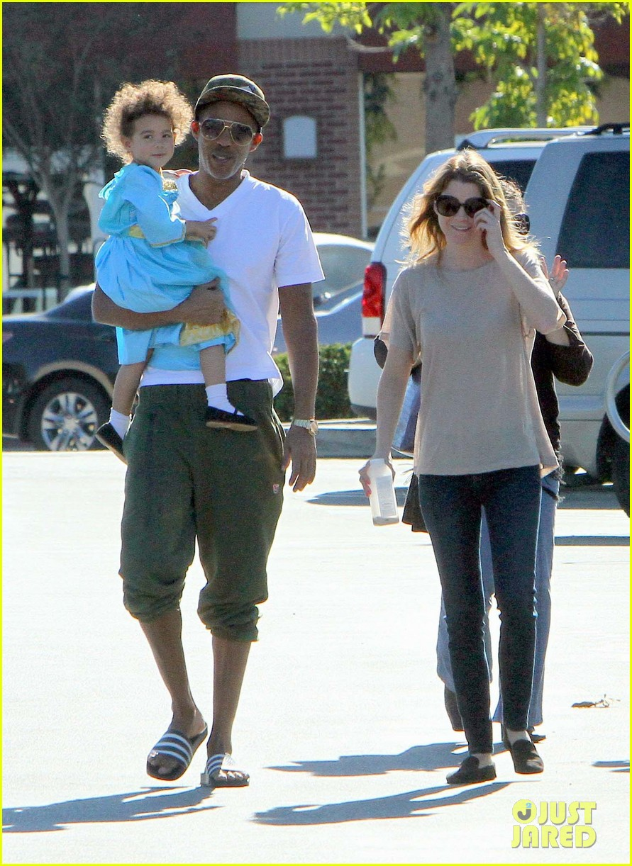 ellen pompeo chris ivery toys r us shopping with stella 042763541