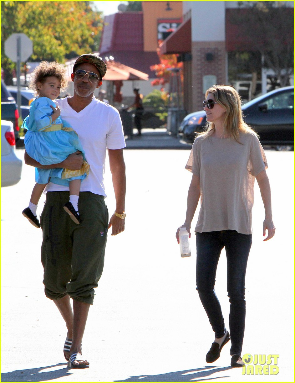 ellen pompeo chris ivery toys r us shopping with stella 052763542
