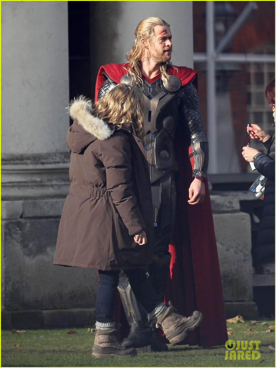 natalie portman thor the dark world set 082761887