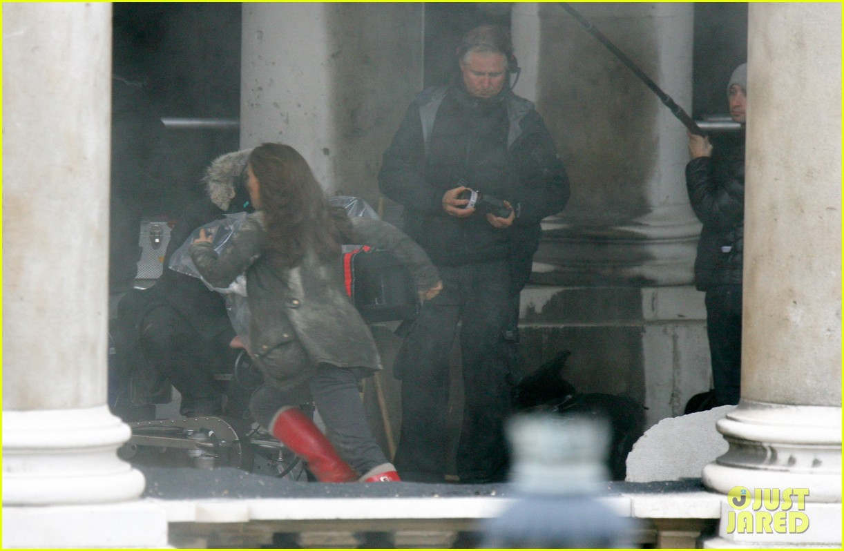 natalie portman thor the dark world set 152761894