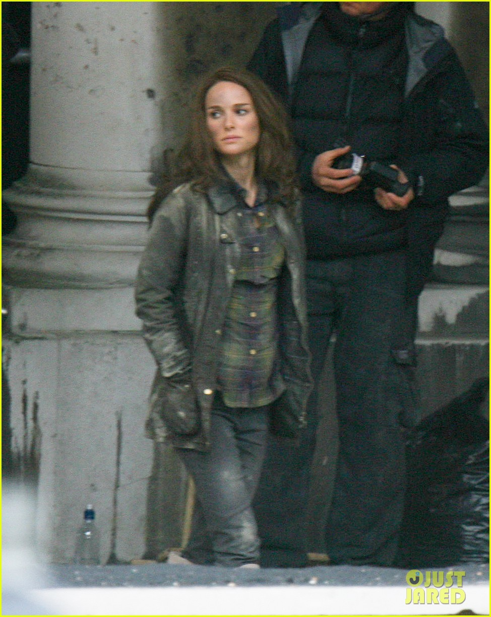 natalie portman thor the dark world set 162761895