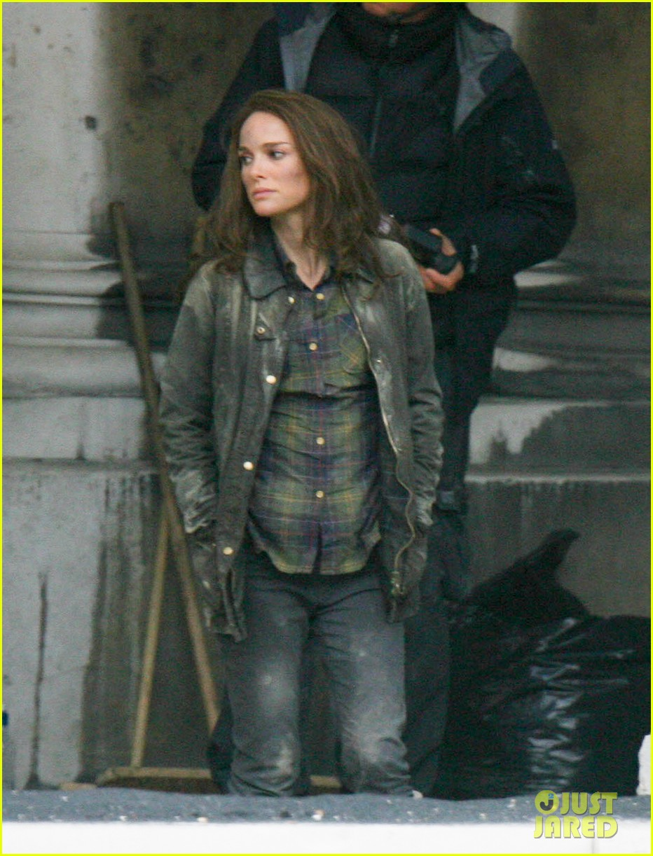 natalie portman thor the dark world set 182761897