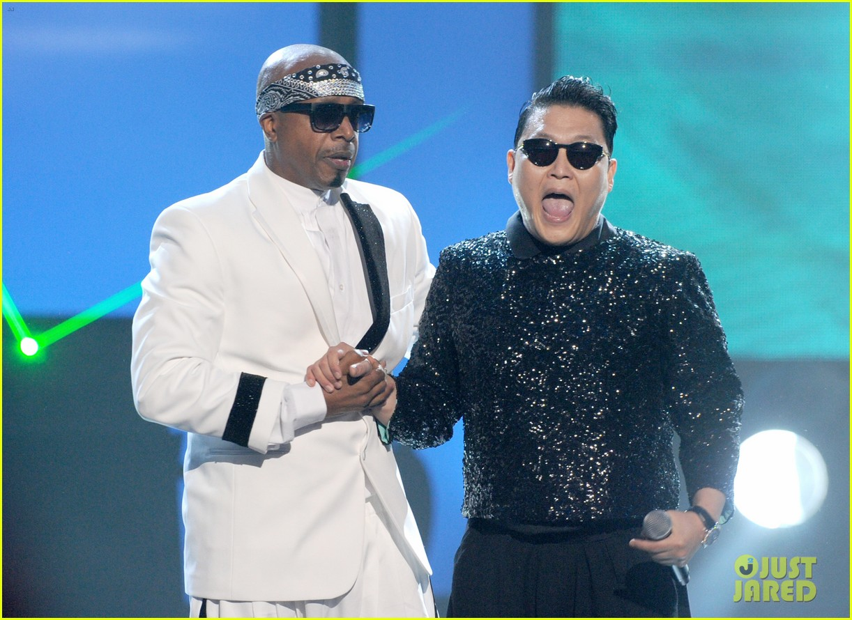 psy mc hammer performance 032760447