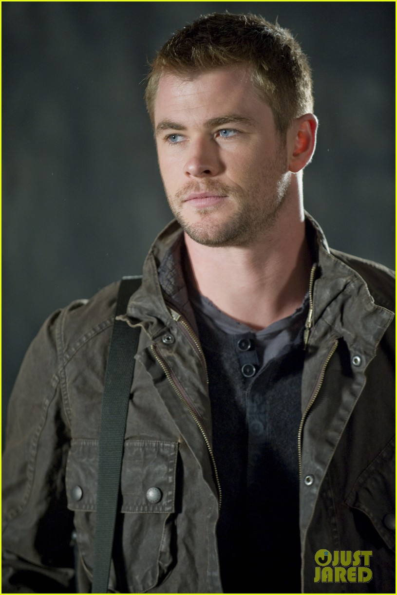 chris hemsworth red dawn exclusive images 01