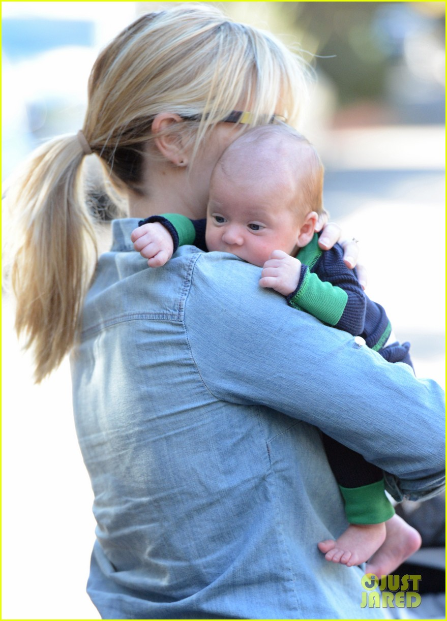 reese witherspoon debuts baby tennessee james 012753622