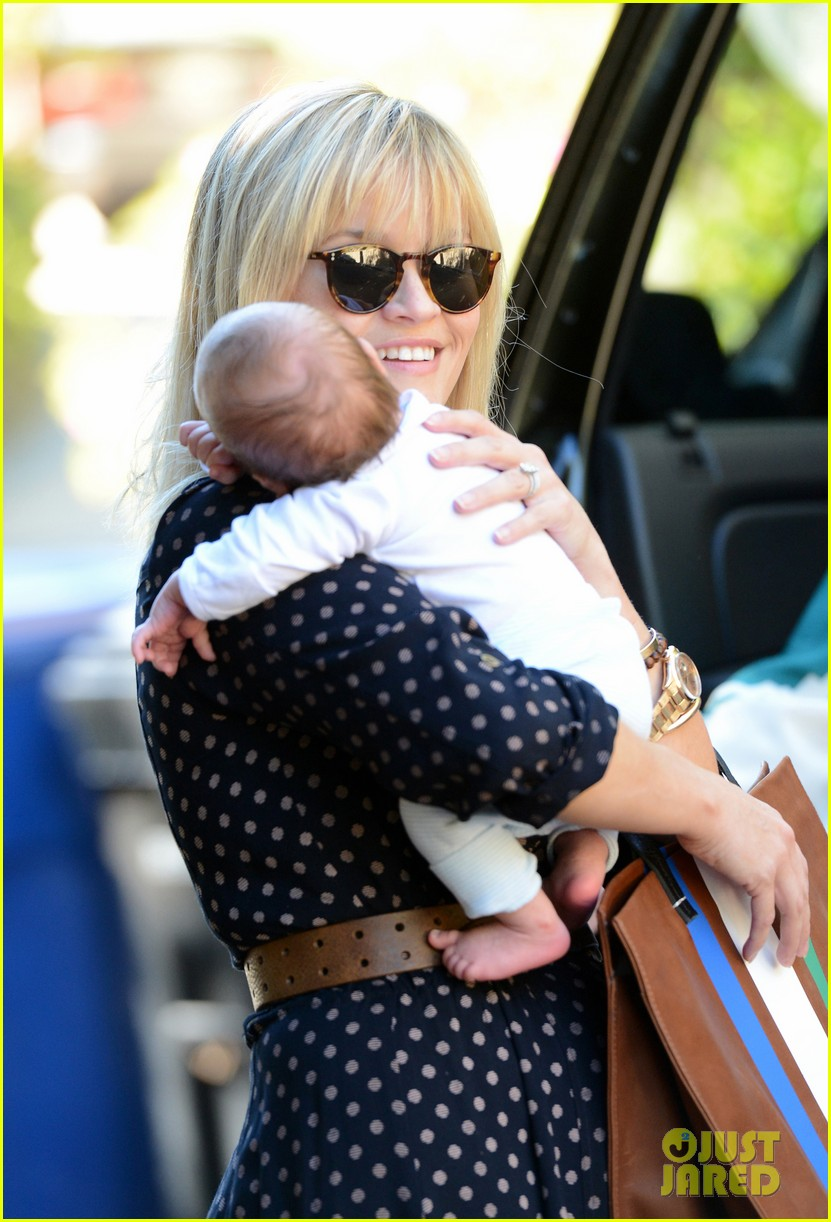 reese witherspoon baby tennessee los angeles outing 022762022