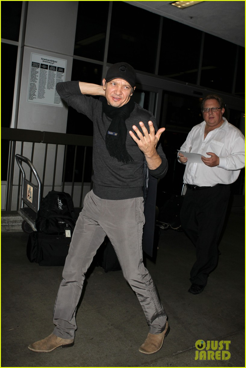jeremy renner snl hosting gig brings in solid ratings 082760751