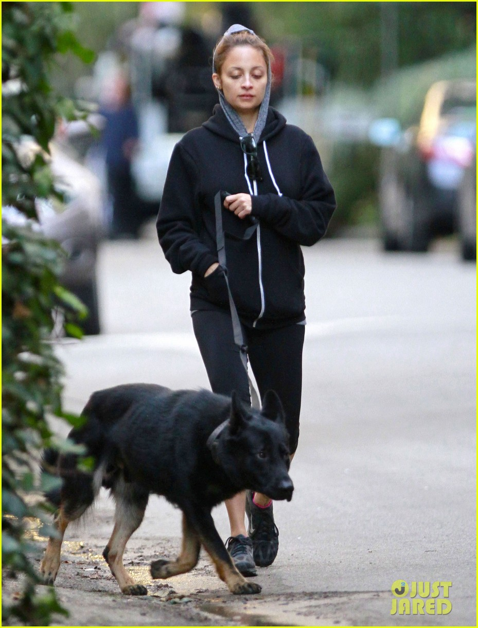 nicole richie chilly dog walk 05