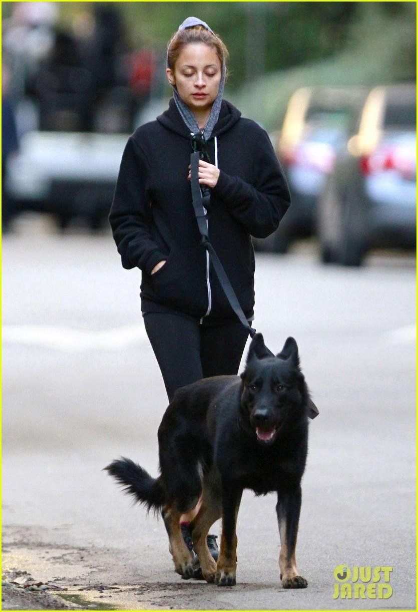nicole richie chilly dog walk 092755424