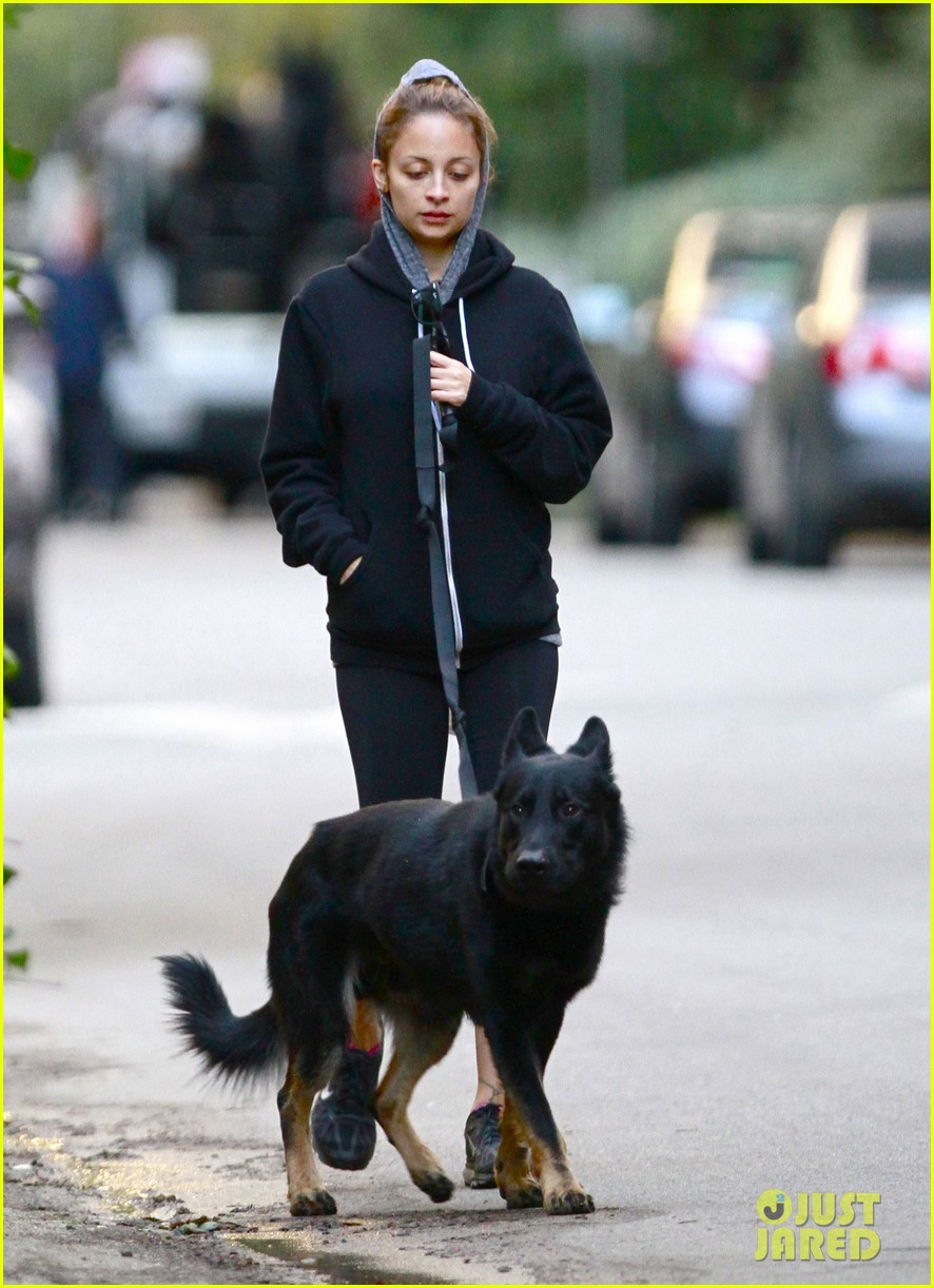 nicole richie chilly dog walk 10