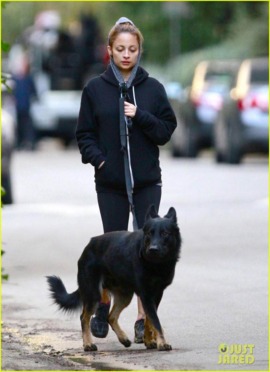 nicole richie chilly dog walk 10