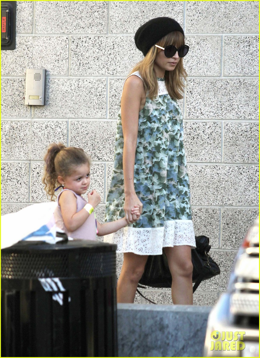 nicole richie daughter harlow concert cuties 012763473