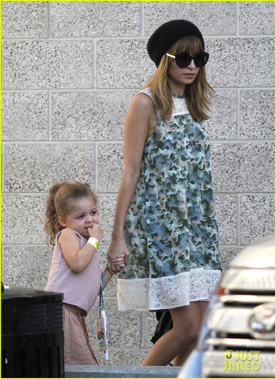 nicole richie daughter harlow concert cuties 072763479