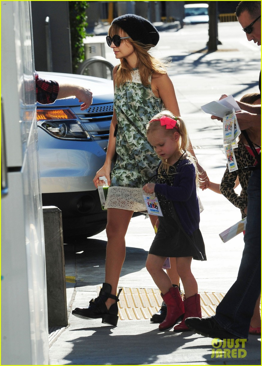 nicole richie daughter harlow concert cuties 122763484