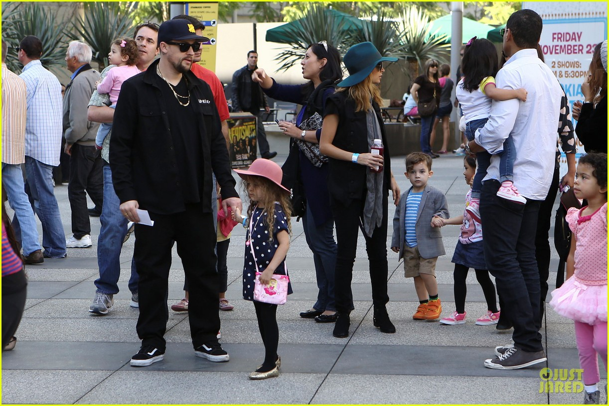 nicole richie joel madden yo gabba gabba show with the kids 15