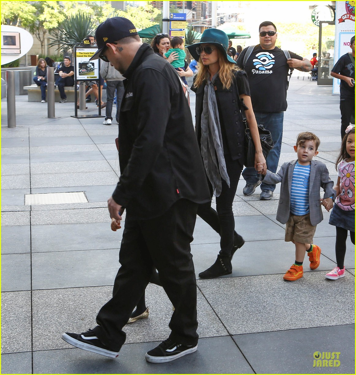 nicole richie joel madden yo gabba gabba show with the kids 21