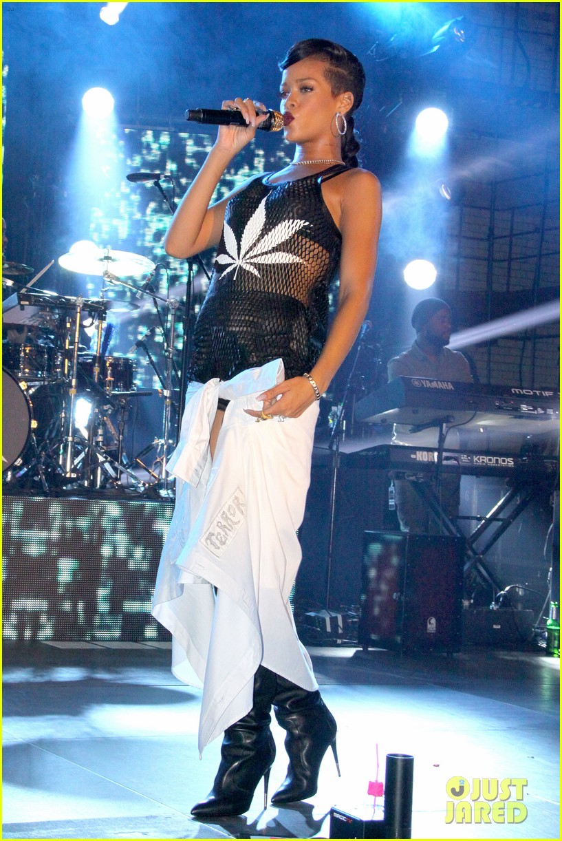 rihanna 777 tour hits berlin unapologetic in stores now 012760709