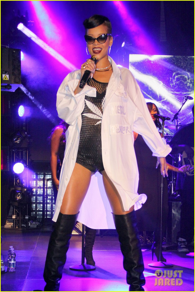 rihanna 777 tour hits berlin unapologetic in stores now 032760711