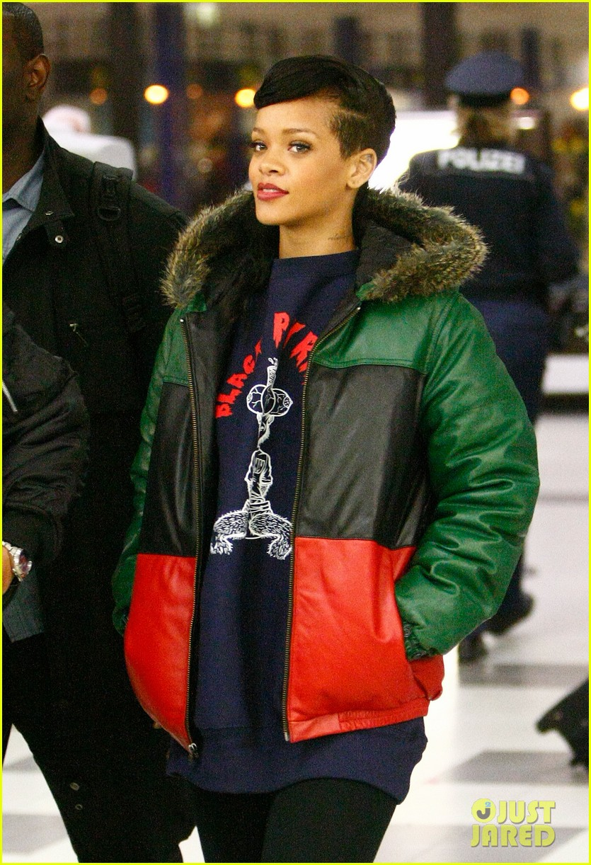 rihanna 777 tour hits berlin unapologetic in stores now 252760733