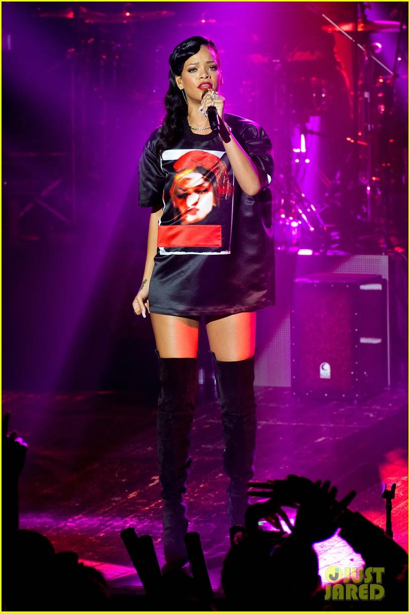 rihanna backstage 777 tour pics exclusive 032759686