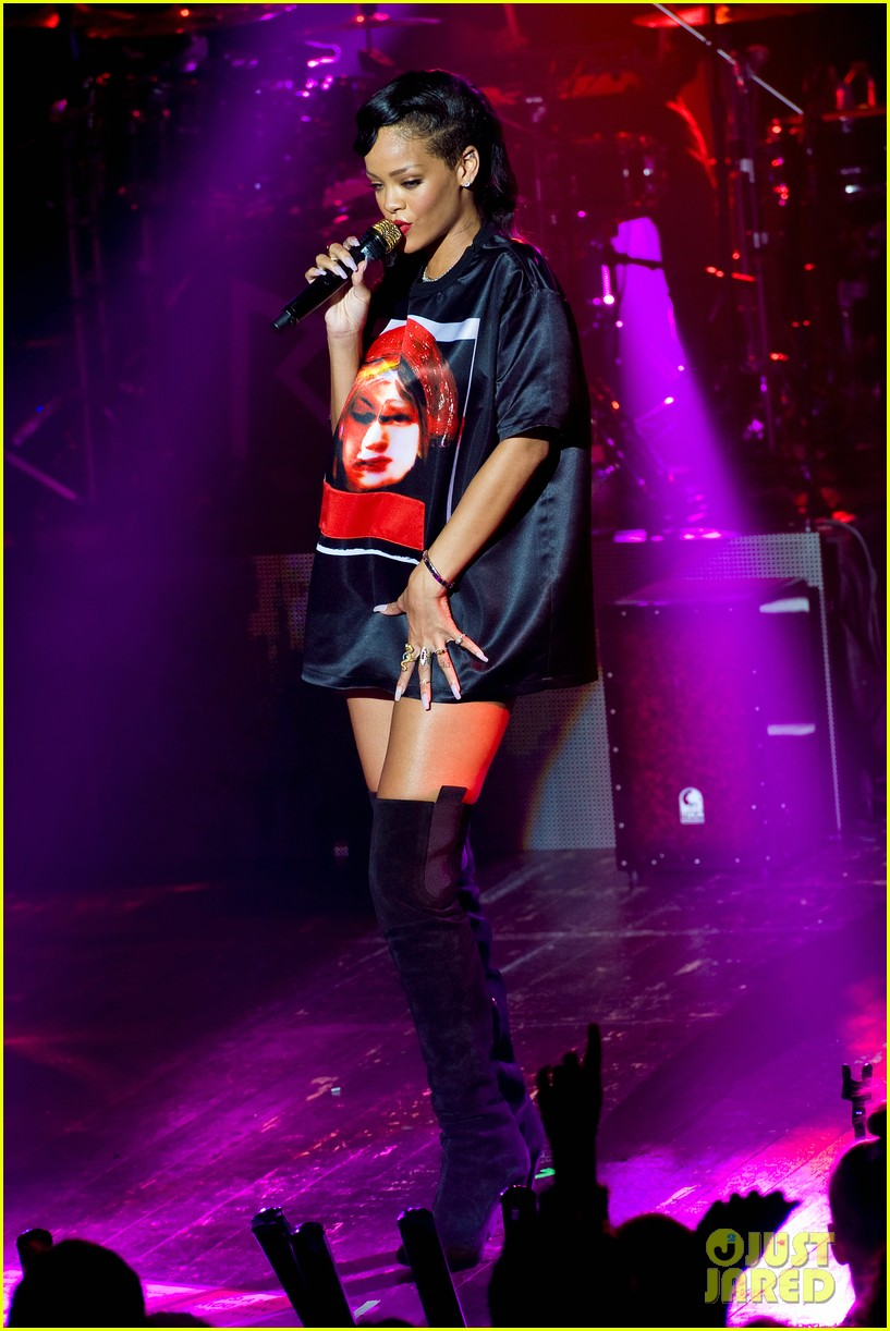 rihanna backstage 777 tour pics exclusive 082759691