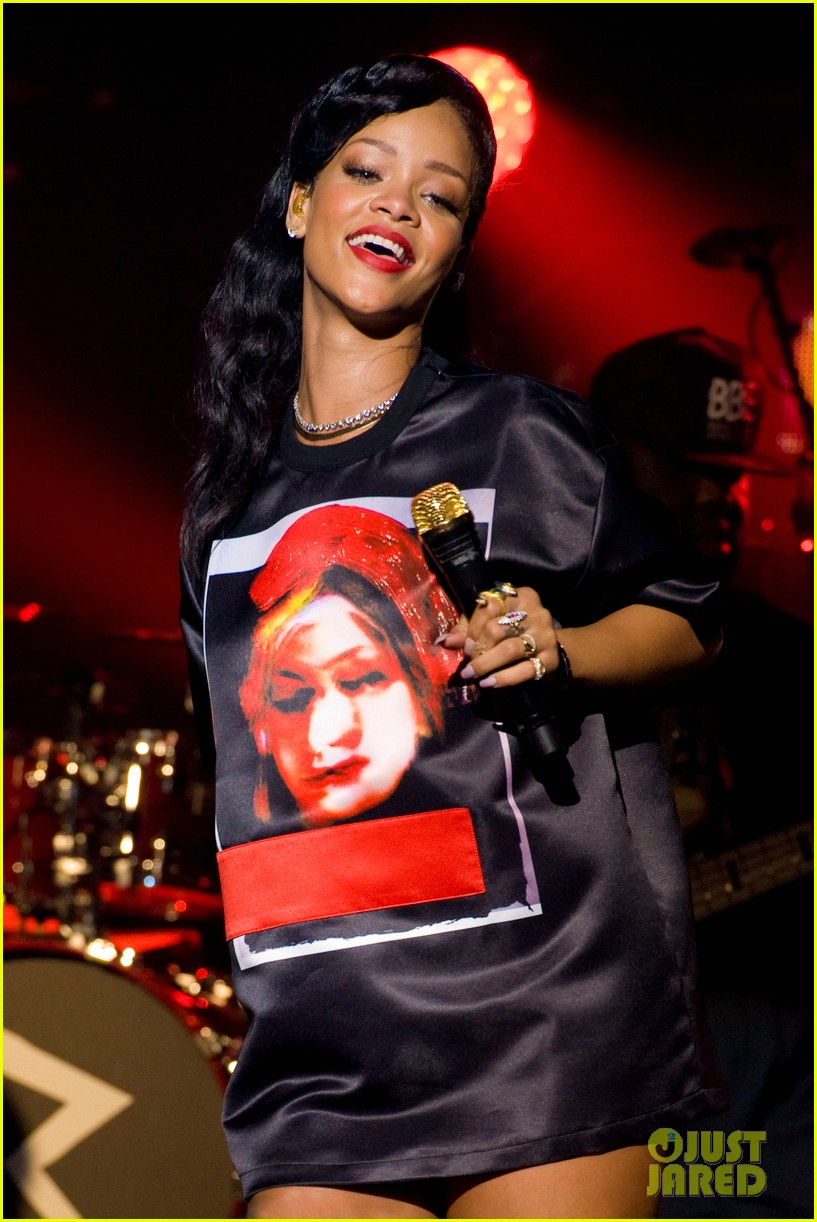 rihanna backstage 777 tour pics exclusive 152759698