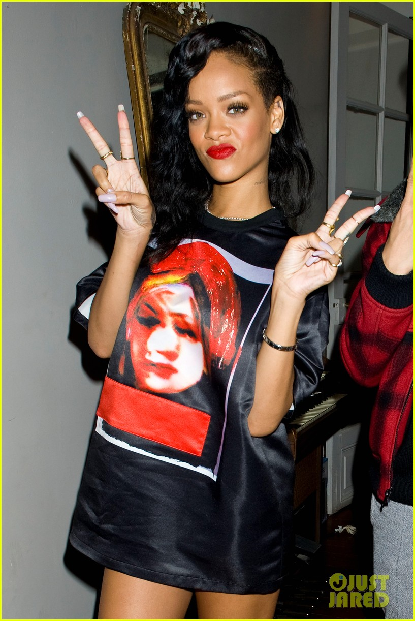 rihanna backstage 777 tour pics exclusive 212759704