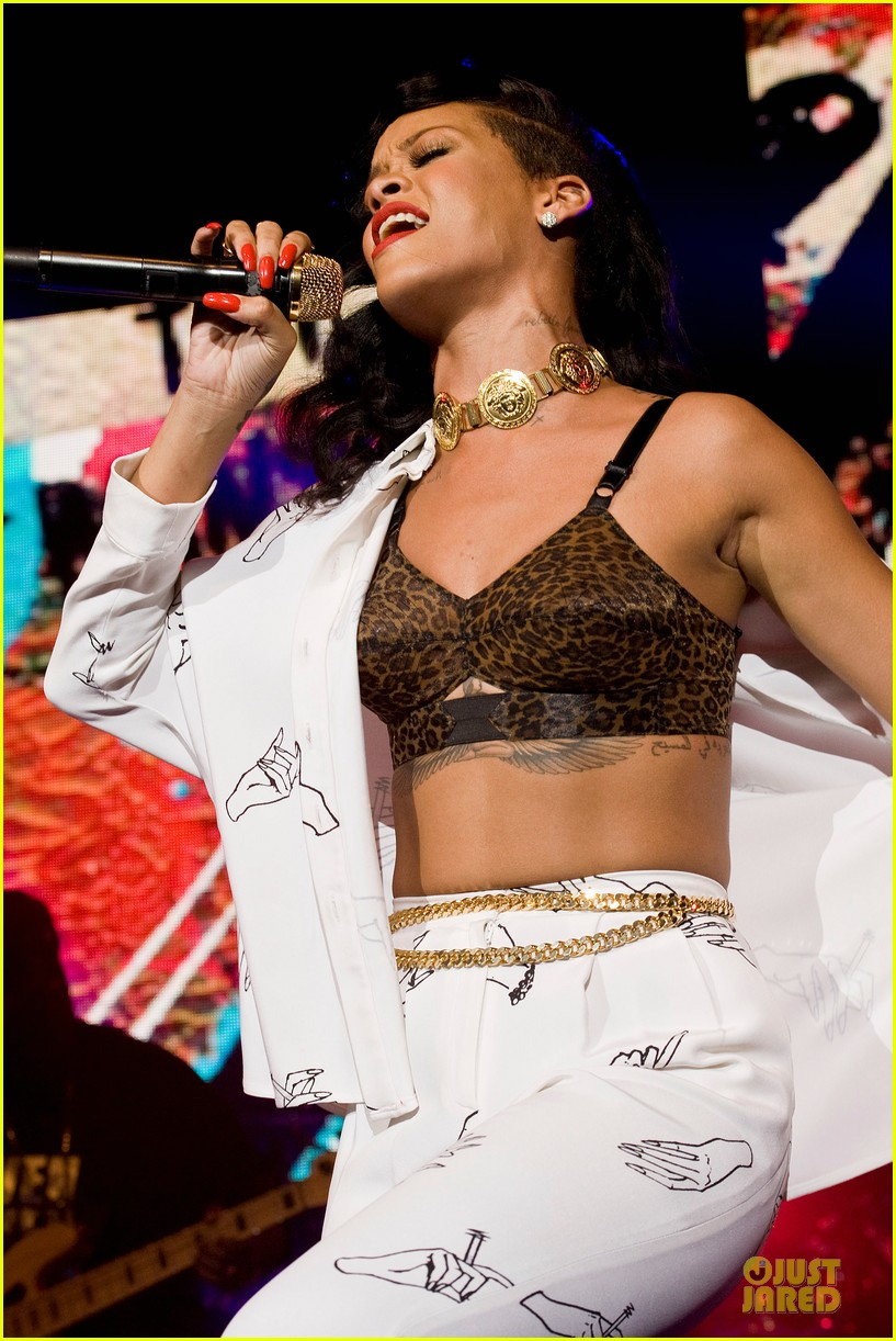 rihanna 777 tour hits london with cara delevingne exclusive 042761127