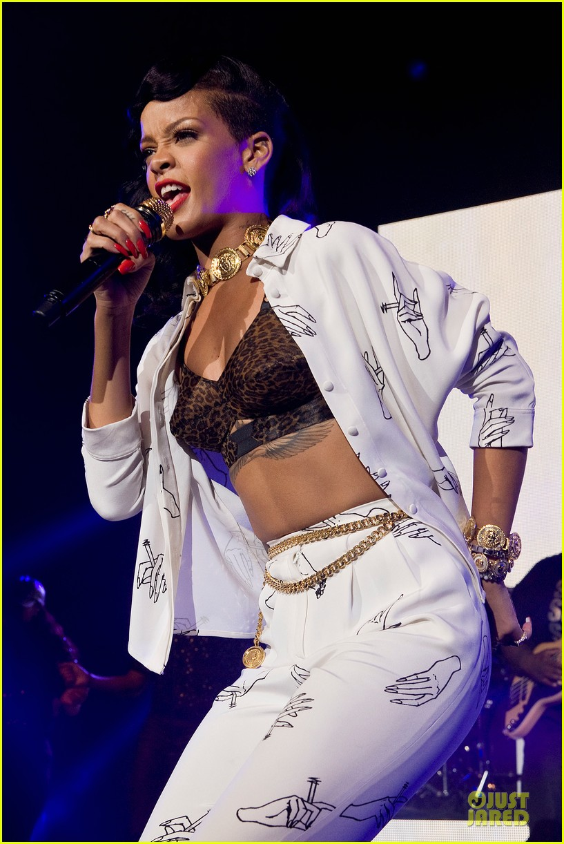 rihanna 777 tour hits london with cara delevingne exclusive 202761143