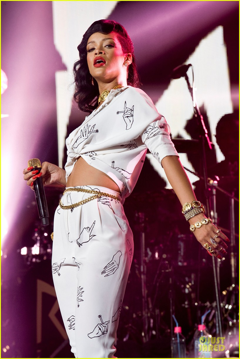 rihanna 777 tour hits london with cara delevingne exclusive 232761146
