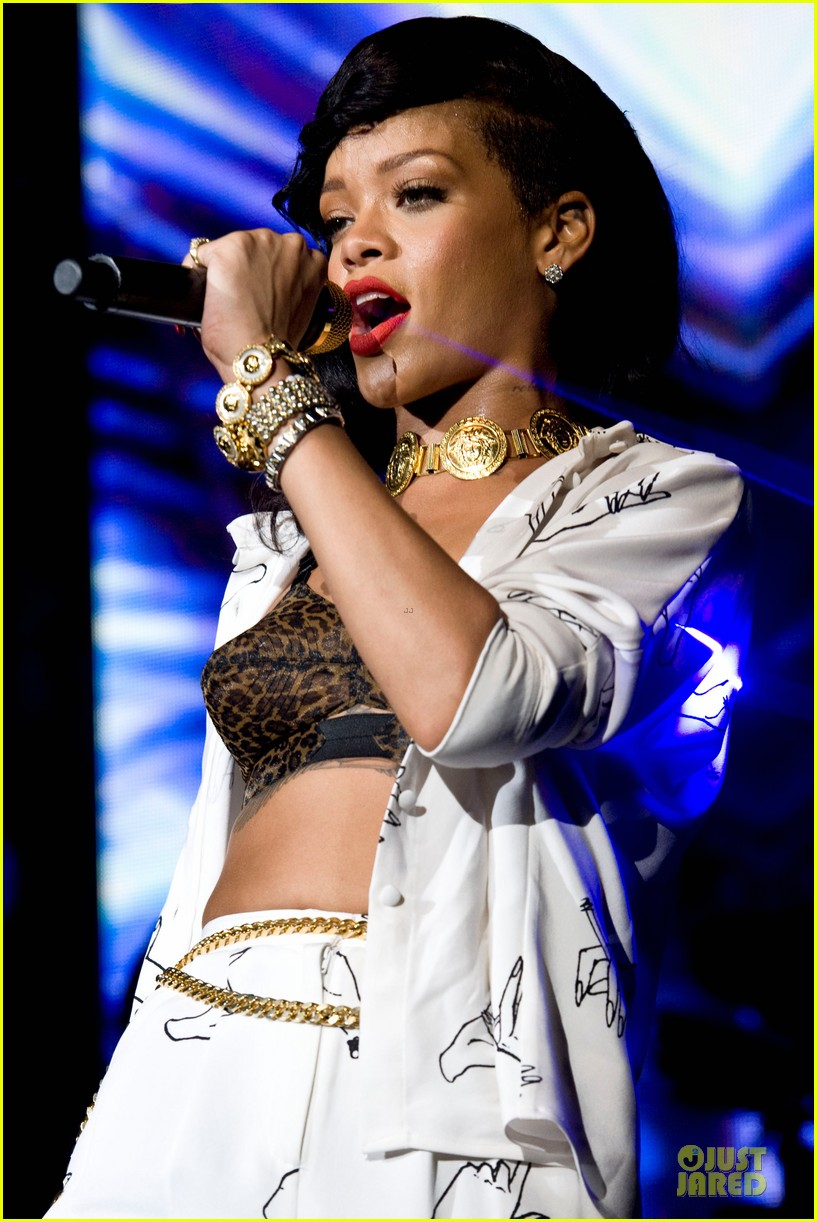 rihanna 777 tour hits london with cara delevingne exclusive 252761148