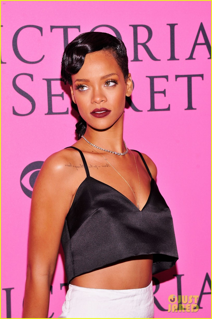 rihanna justin bieber vs fashion show 2012 pink carpet 07