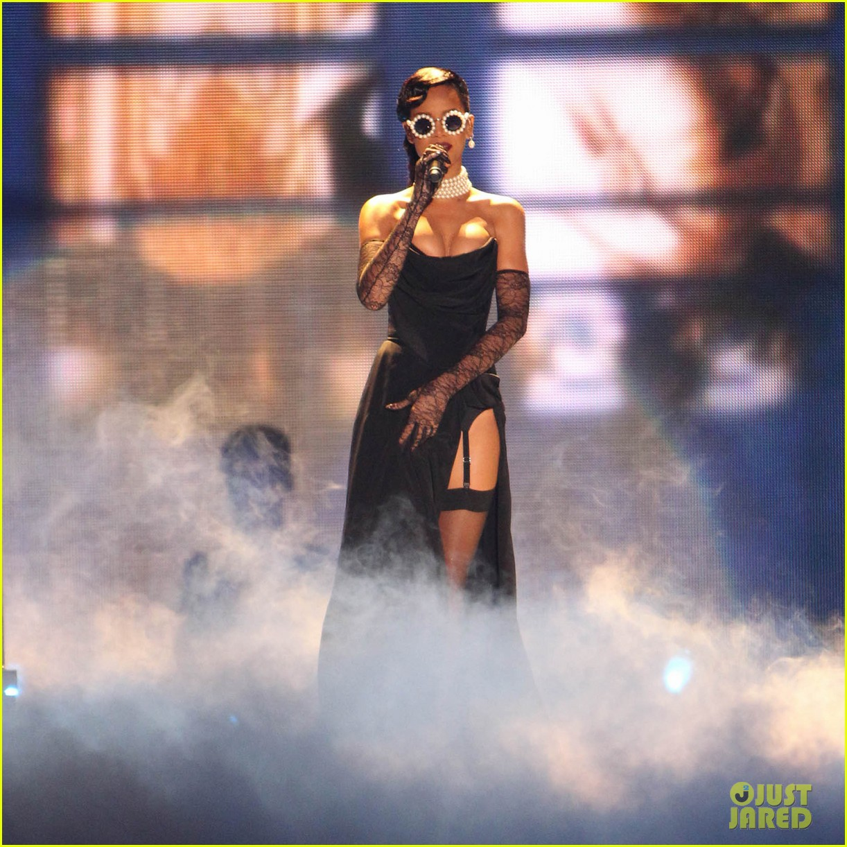 rihanna victorias secret fashion show 2012 performance 06