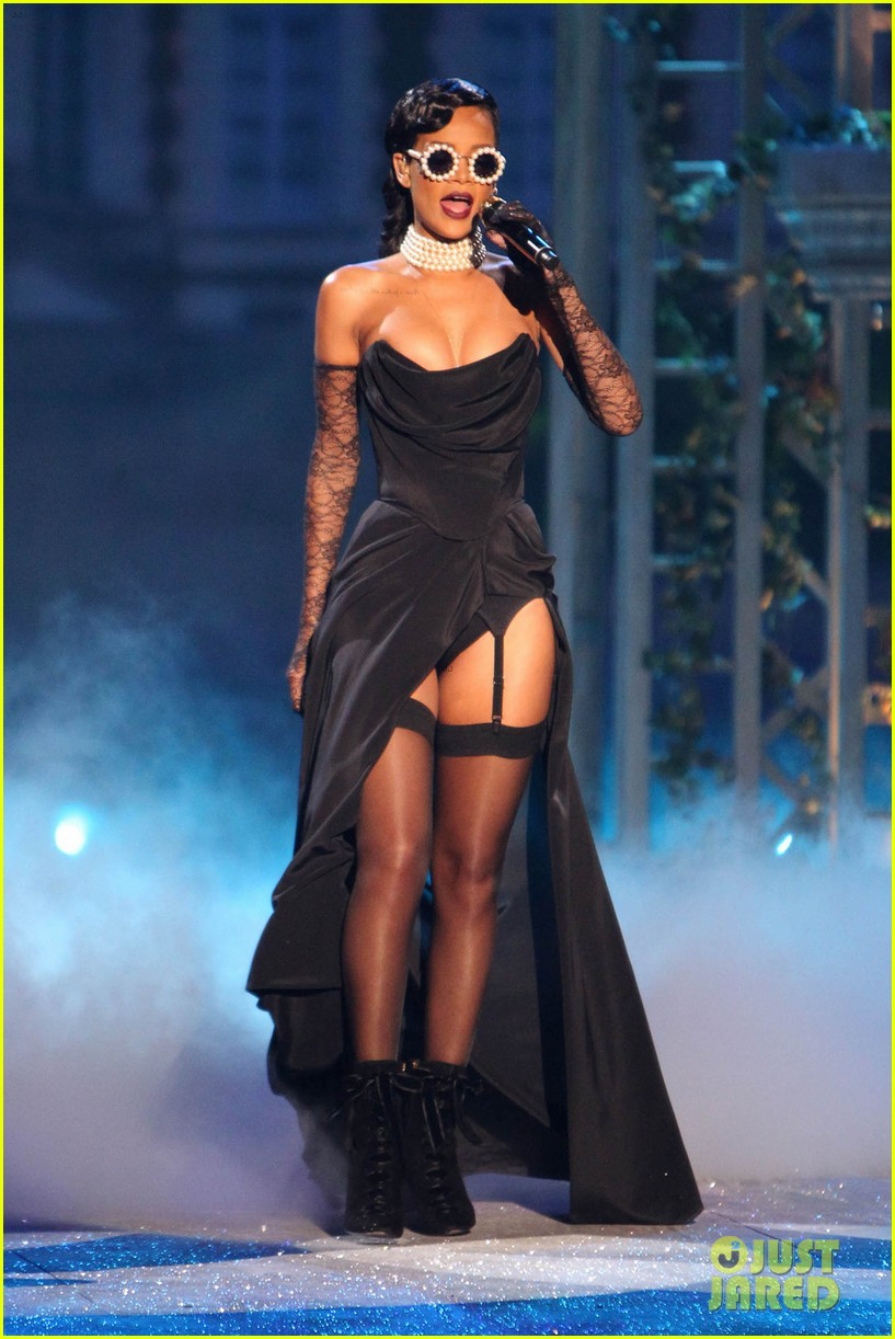 rihanna victorias secret fashion show 2012 performance 07