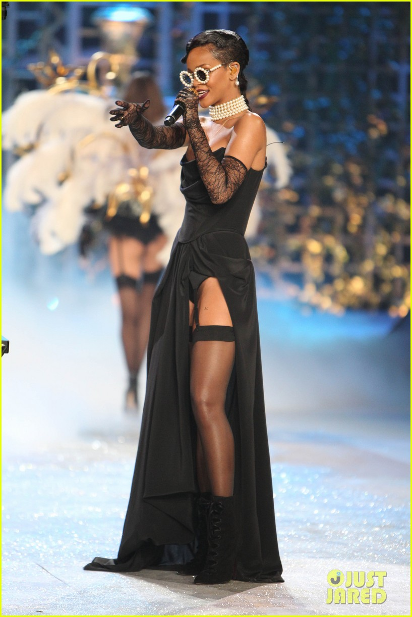 rihanna victorias secret fashion show 2012 performance 142752967