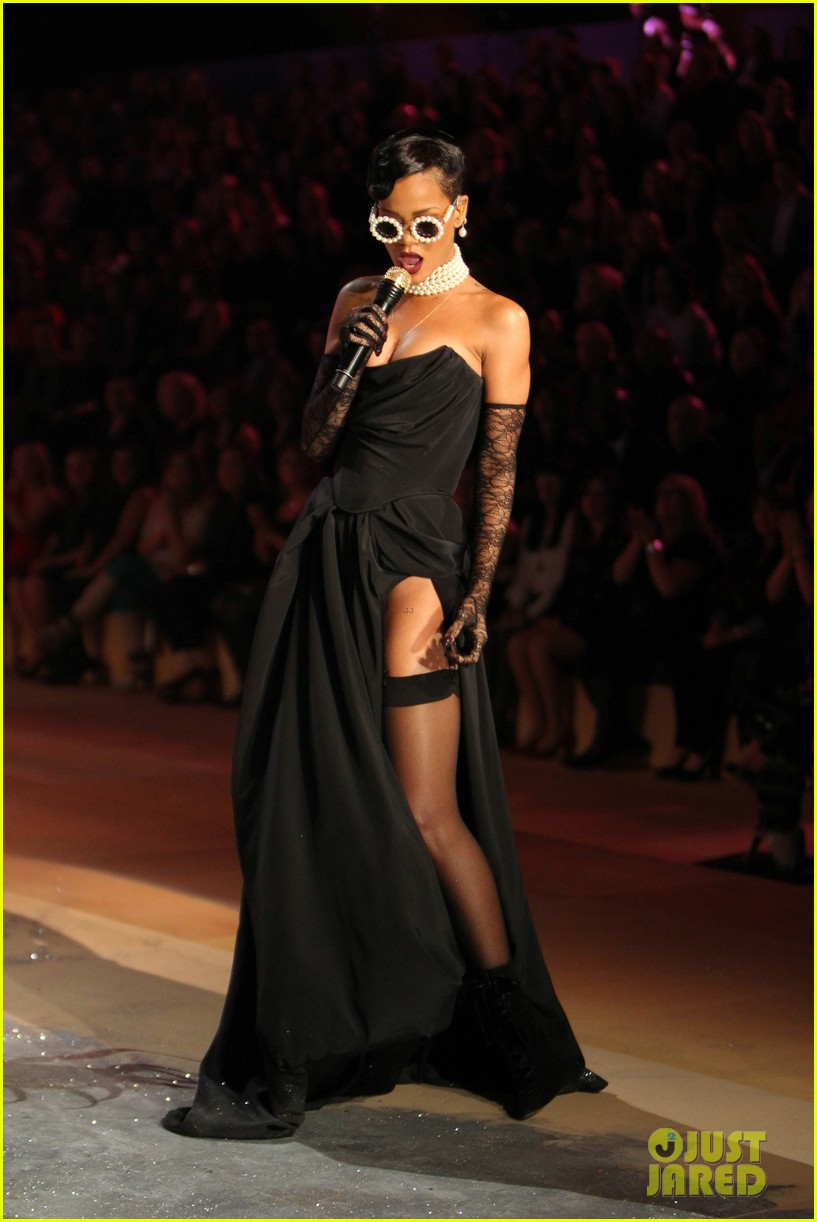 rihanna victorias secret fashion show 2012 performance 182752971