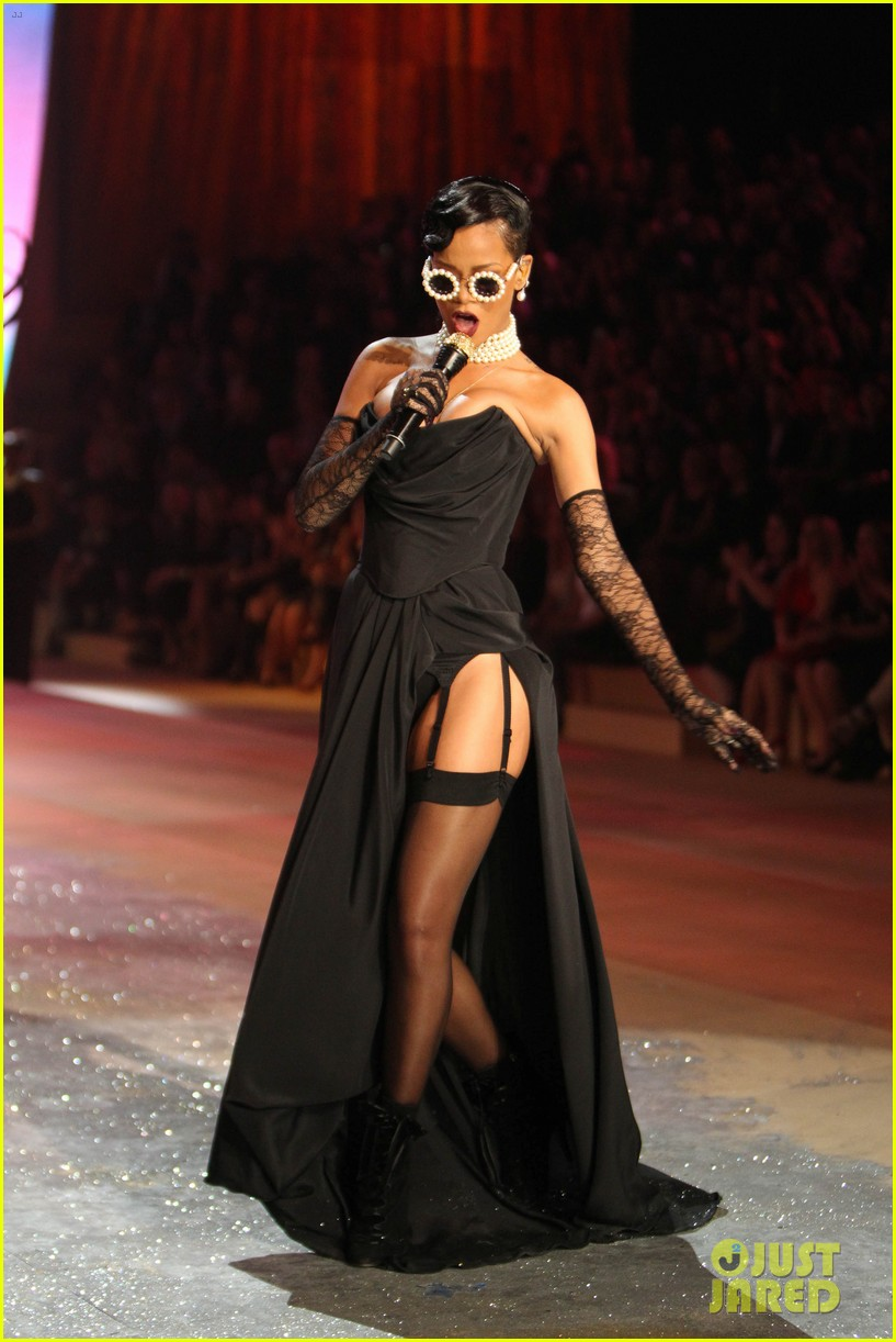 rihanna victorias secret fashion show 2012 performance 20